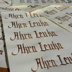 Pruebas previas con caligrafía gótica.